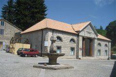 Mongiana,sotto il governo Borbonico fu stabilimento siderurgico.Boschi incontaminati,meta di turismo,da visitare le riserve naturali,i ruderi degli stabilimenti.