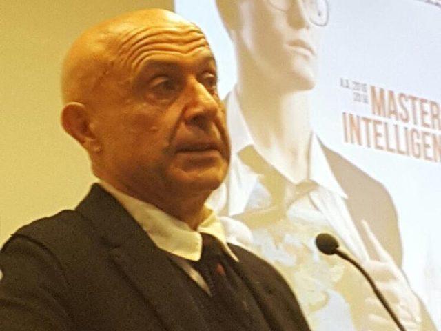 Marco Minniti che inaugura nell'Aula Magna dell'Università della Calabria l'edizione dell'anno scorso del Master in Intelligence.