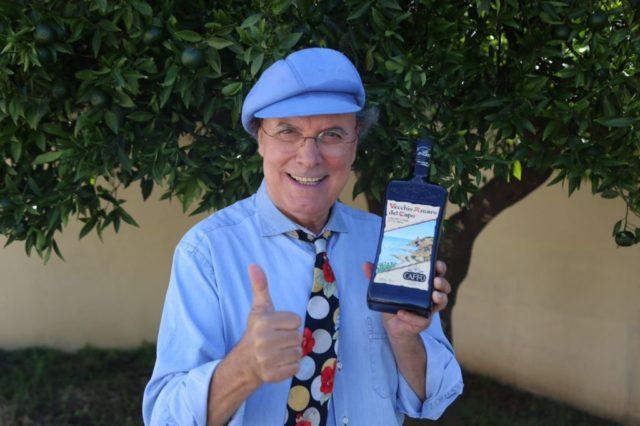 Luca Sardella con bottiglia Amaro del Capo