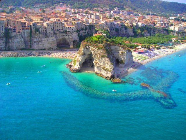 La spiaggiadi Tropea si trova nella top ten delle spiagge più belle italiane, secondo la classifica stilata da Trip Advisor.