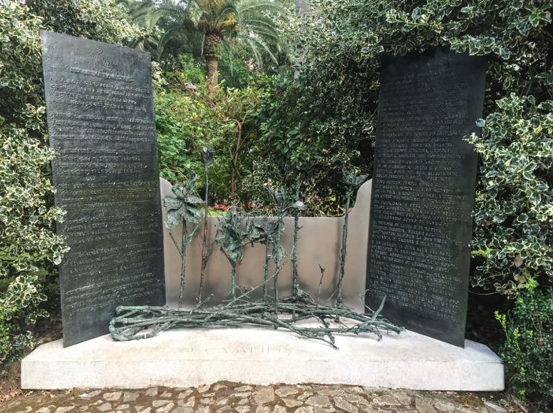 Monumento in memoria di Alberto Cavaliere