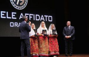 """L'anfora d'argento di Michele Affidato per la Rassegna """"Vittorio De Seta""""."""