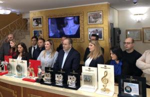 Sanremo 2019: Michele Affidato presenta i premi per il Festival. Spicca il Premio della Critica Mia Martini