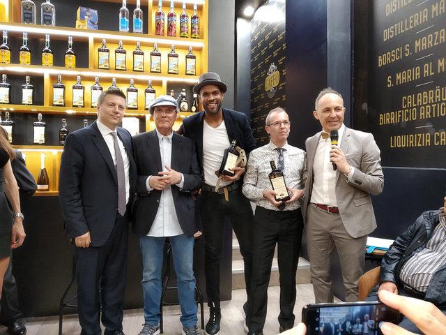 Da sinistra Nuccio Caffo, Luca Sardella, i vincitori Frank Sleimaker Sosa e Claudio Gambetta e Loris Zanelli (Agenzia PubliOne)