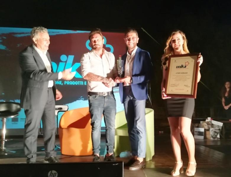 """Totò Schillaci protagonista del talk """"Unika"""". Nella foto la premiazione"""