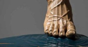 Coronavirus, una raccolta fondi e un'opera dello scultore Tropiano per il policlinico